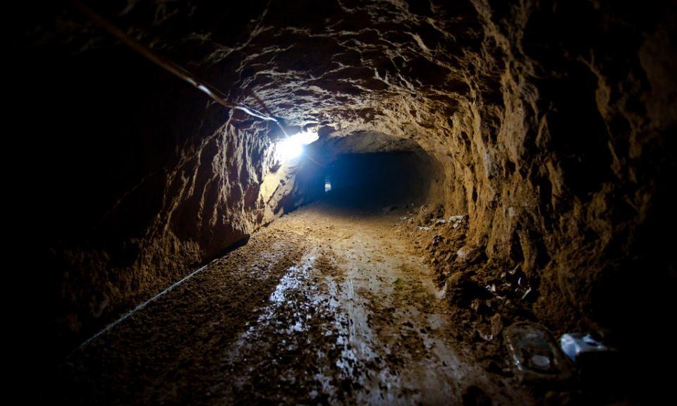 2 Smuggling Tunnel4e79